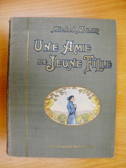 Une âme de jeune fille, par Michel Antar, illustrations de R. de La Nézière.